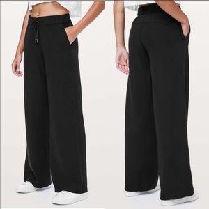 Lululemon black on the fly pants
